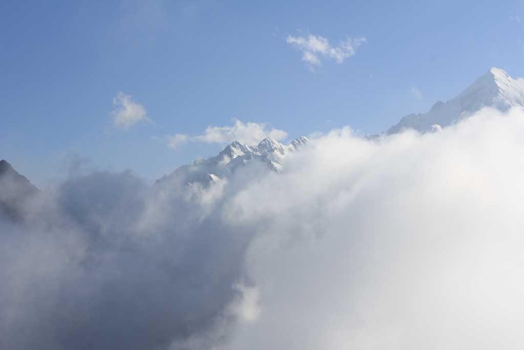 Вид на кавказский хребет с плато Бермамыт