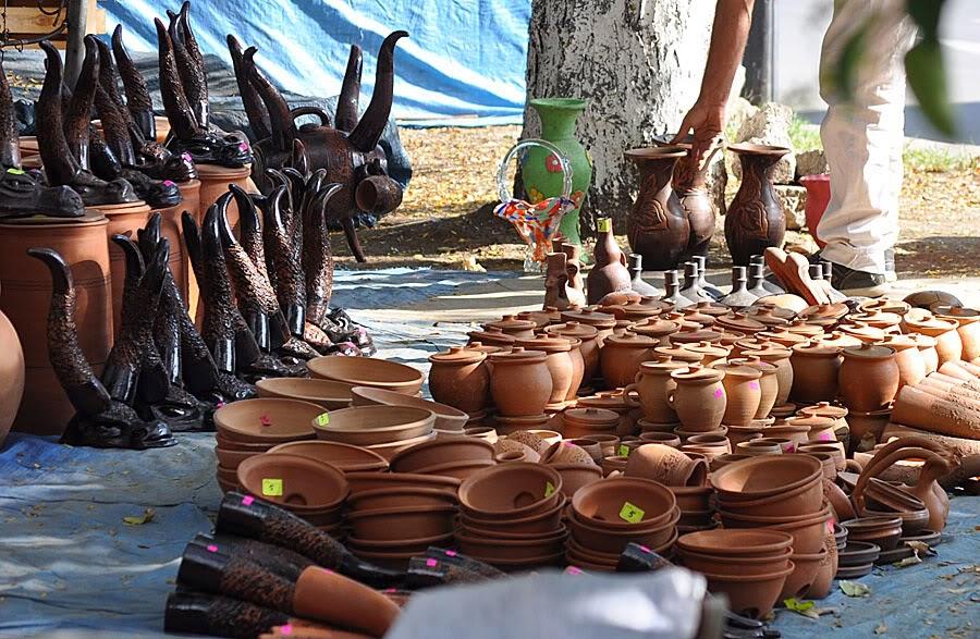 Изделия из глины, сувениры для туристов в Грузии