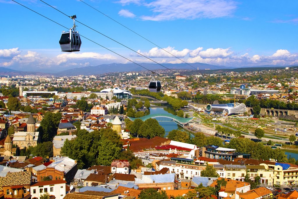 Канатная дорога и вид на центр Тбилиси